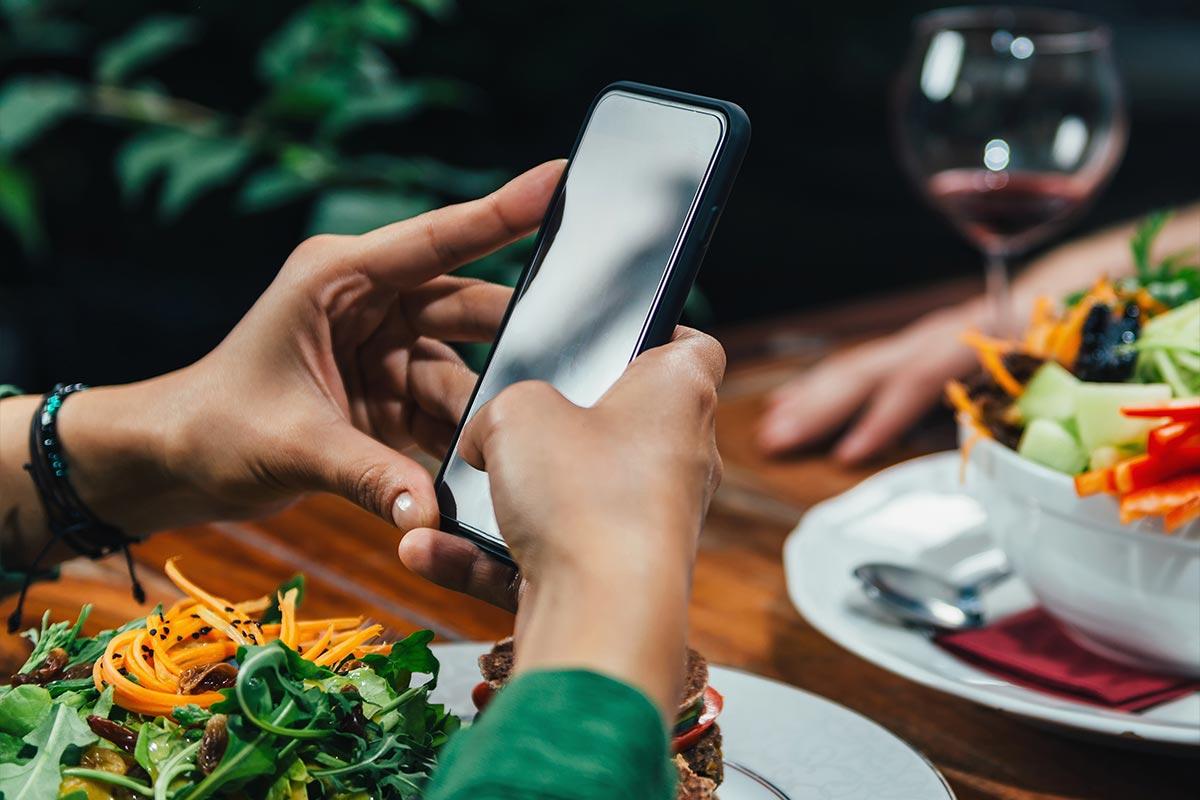 Digitale Speisekarte auf dem Handy
